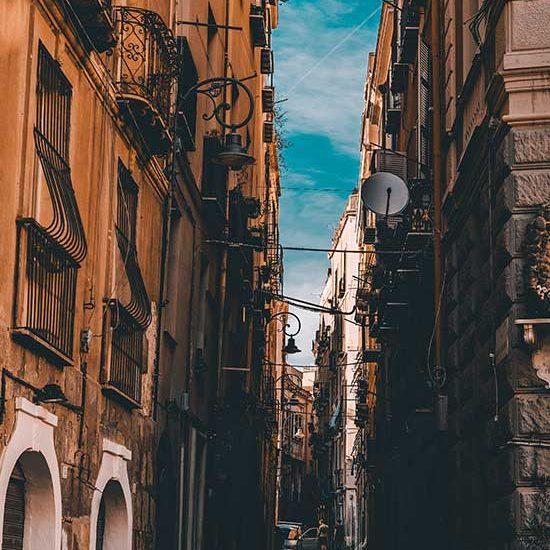 viuzza-del-quartiere-castello